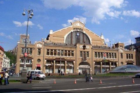 С Бессарабского рынка в Киеве убрали коммунистическую символику