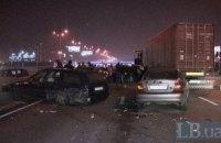 Проспект Бажана в Киеве парализовали в воскресенье сразу три ДТП с участием 11 автомобилей