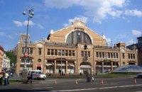 Із Бессарабського ринку в Києві прибрали комуністичну символіку
