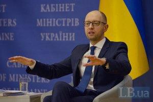 Яценюк пов'язав майбутній курс гривні з ситуацією на Донбасі