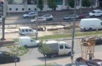 Возле Голосеевской РГА в Киеве прорвало трубу