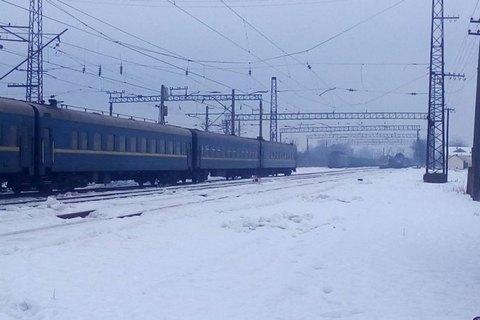 Поезд Киев-Ужгород опоздал на час из-за подозрительной сумки на путях
