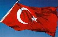 Біля посольства Туреччини в Києві напали на мітингувальників на підтримку курдів (оновлено)