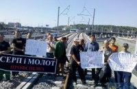 Строители моста на Выдубицком вокзале требуют выплатить им зарплату