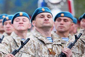 Российские военные отказались надевать береты