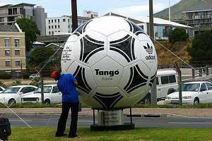 """Официальный мяч Евро-2012 будет называться """"Танго"""""""