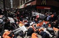У 230 американських містах страйкують працівники фаст-фудів