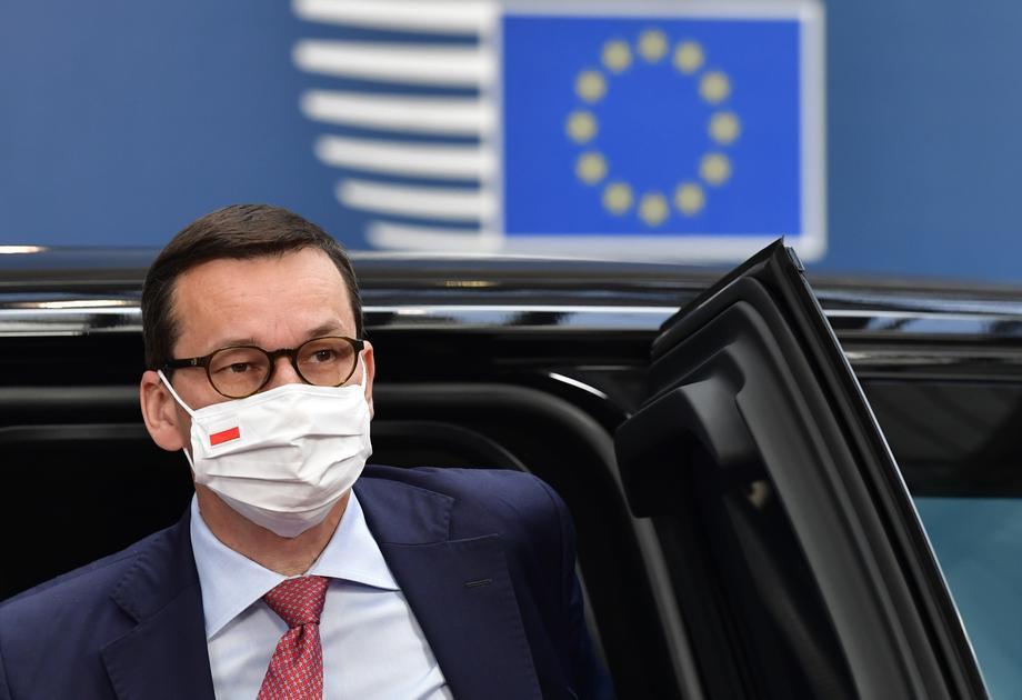 Премьер-министр Польши Матеуш Моравецкий прибывает на третий день работы Европейского Совета в Брюссель, Бельгия, 19 июля 2020 года.