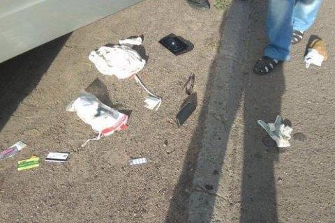 У Черкасах затриманий патрульними за напад на жінку водій почав їсти землю