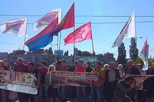 Акция протеста железнодорожников оказалась немногочисленной и не совсем железнодорожной