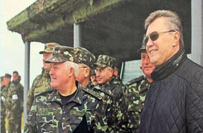 Начальник Генштабу Володимир Замана і президент Віктор Янукович
