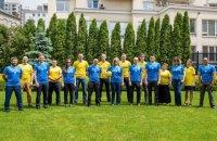 Працівники посольства США сфотографувалися у новій формі збірної України