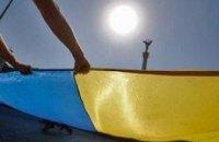 УНП покрыла Майдан гигантским флагом Украины (ФОТО+ВИДЕО)