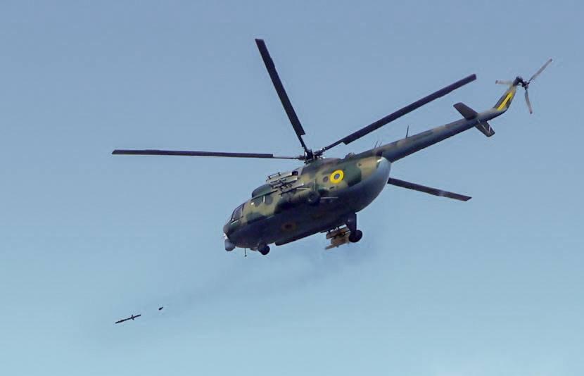 Гелікоптер Мі-8МСБ-В під час стрільб ПТРК «Бар'єр-В»