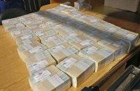Киянин намагався відправити в Гонконг 24 кг одногривневих купюр