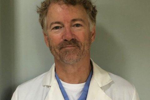 У США сенатор видужав від COVID-19 і пішов волонтером у лікарню