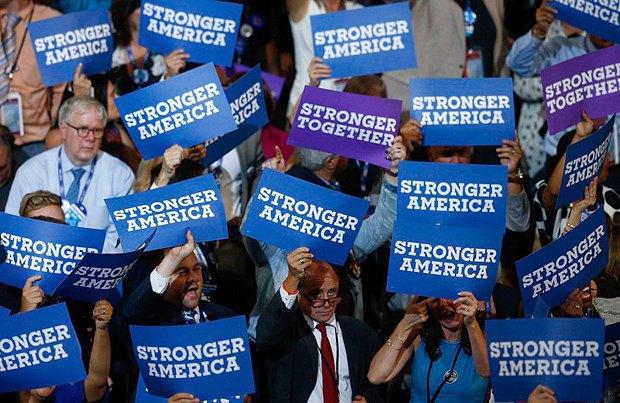 Во время предвыборного выступления Клинтон