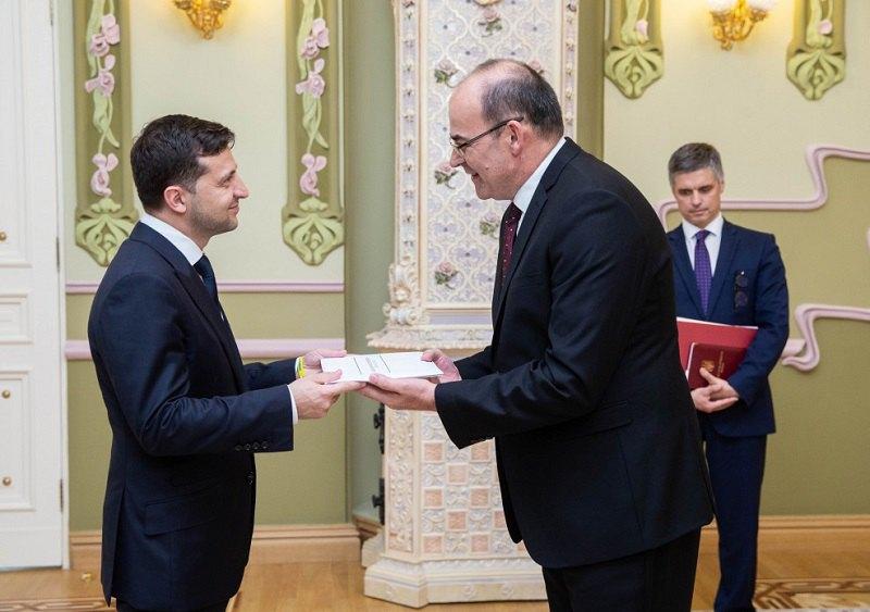 Владимир Зеленский и посол ЮАР в Украине Андре Йоханнес Гроеневальд