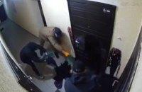 Підкидали нутрощі та принижували: на Київщині затримали молодиків, які погрожували адвокату