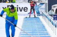 На Кубке мира во время масстарта биатлонистка сломала винтовку