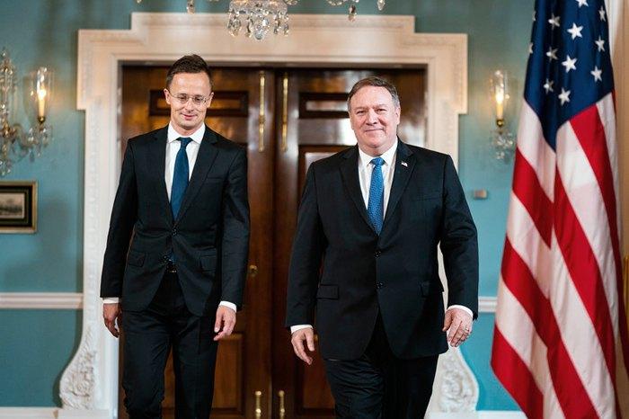 Майк Помпео и Петер Сийярто во время встречи в Вашингтоне 30 мая, 2018.