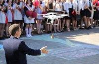 В Беларуси на последнем звонке вместо первоклассницы запустили дрон с колокольчиком
