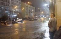 Вулиці Києва знову затопило після дощу