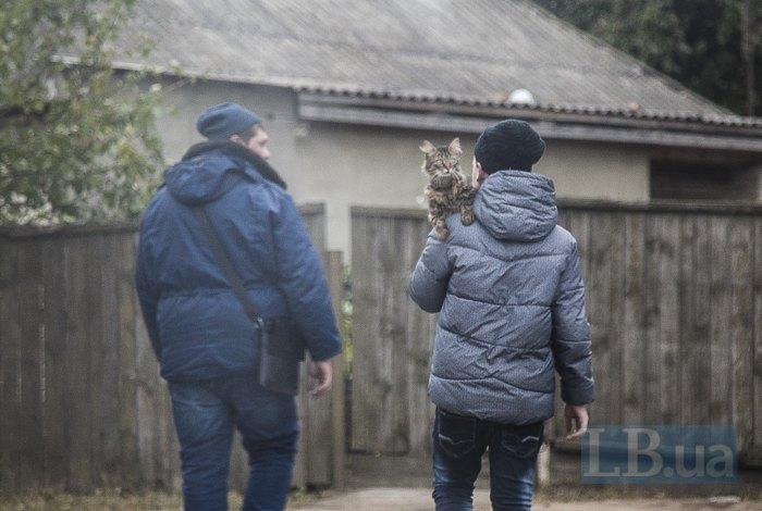 Люди евакуювалися разом з тваринами