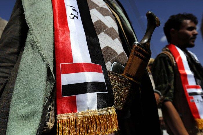 Йеменцы протестуют против военных действий Саудовской Аравии в их стране, Сана, Йемен, 12 января 2016.