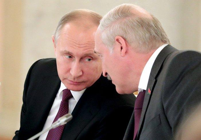Владимир Путин и Александр Лукашенко во время встречи в Кремле в Москве, 30 июня 2017.