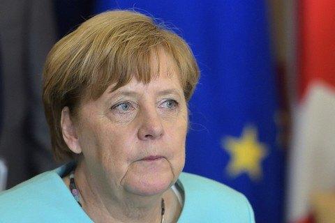 Меркель по телефону поздравила Зеленского с победой и пригласила в Берлин