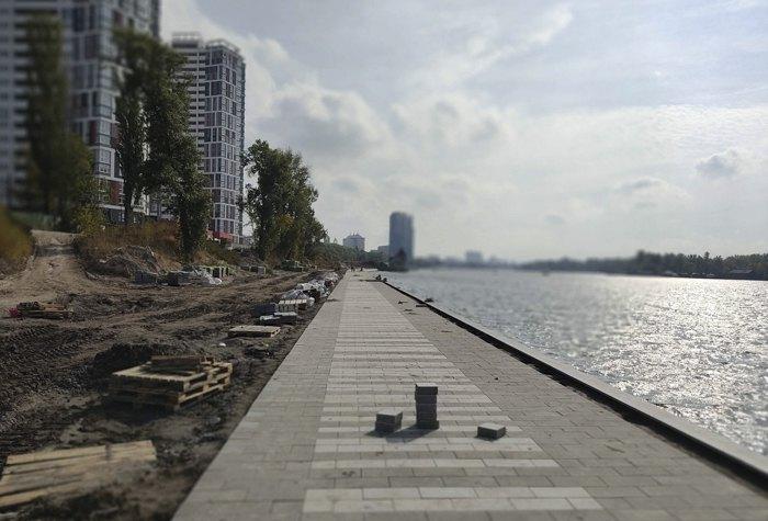 Набережна вздовж Русанівської протоки