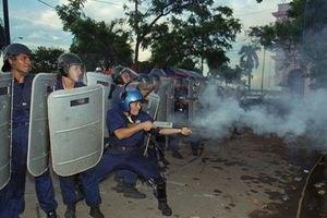 В Парагвае крестьяне подрались с полицией за землю