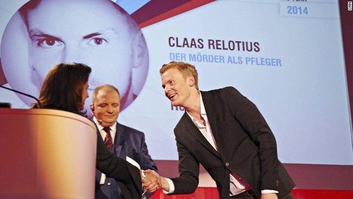 Клаас Релоцiус (справа) отримує нагороду 'Журналіст року CNN' у 2014