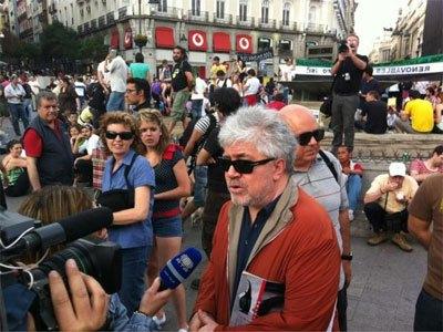 Педро Альмодовар на акции протеста в Испании