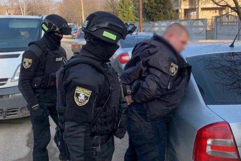 На Дніпропетровщині спіймали одного з поліцейських топів, який обклав даниною весь район