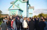 В Ровенской области возле храма УПЦ МП подрались 350 верующих