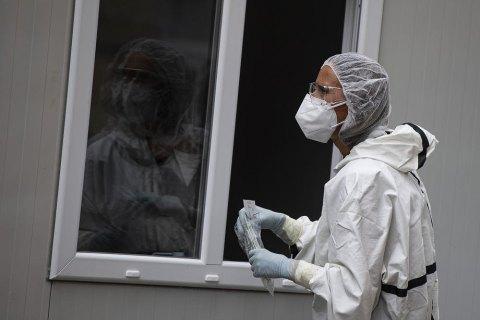 В Украине четвертый день подряд регистрируют рекордное увеличение количества больных коронавирусом