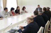 Кличко зустрівся з родинами Героїв Небесної Сотні та пораненими майданівцями
