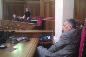 Оппозиционеры опять будут ночевать в парламенте