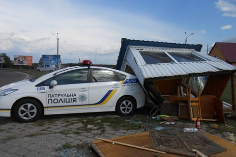 На в'їзді в Сарни мікроавтобус в'їхав у пост поліції