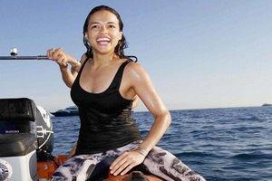 32-летнюю Мишель Родригес засняли, когда она целовалась на яхте с новой подружкой