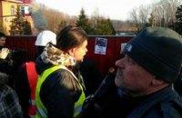 Активисты обклеили забор Пшонки фотографиями Чорновол (ДОБАВЛЕНЫ ФОТО И ВИДЕО)