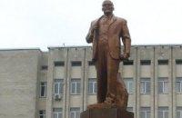 У Житомирі скинули пам'ятник Леніну (ОНОВЛЕНО, онлайн-трансляція)