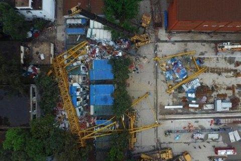 У Китаї обвалився вантажопідйомний кран, 18 загиблих
