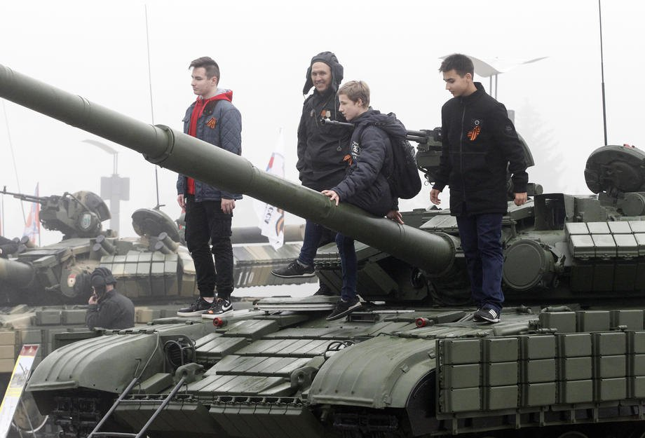 Во время выставки военной техники в Донецке, 12 ноября 2019.