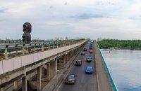 Мост Метро в Киеве закрыли из-за человека, который угрожает его взорвать (обновлено)