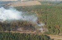 Лесной пожар в Харьковской области второй день тушат с помощью авиации и пожарного поезда