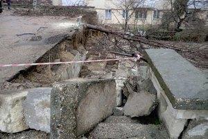 В Чернигове целый день трещали стены школы, а ночью обвалилась крыша