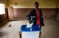 На президентских выборах в Мали лидирует экс-премьер